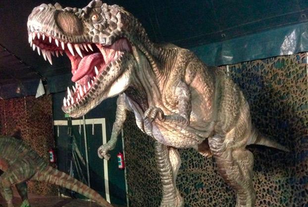 dinosaurio-camas-exposicion-sevillaconlospeques