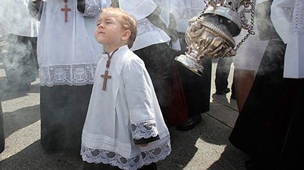 Imagen monaguillo en Semana santa de Sevilla | Sevilla con los peques