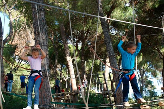 parquemultiaventura-lajuliana-turismoactivo-naturaleza-sevillaconlospeques