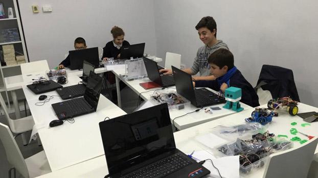 Programación y Robótica para niños en Sevilla tech Center | Sevilla con los peques