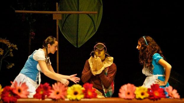 Musical en sevilla para niños Alícia en el país de la maravillas 01 | Sevilla con los peques