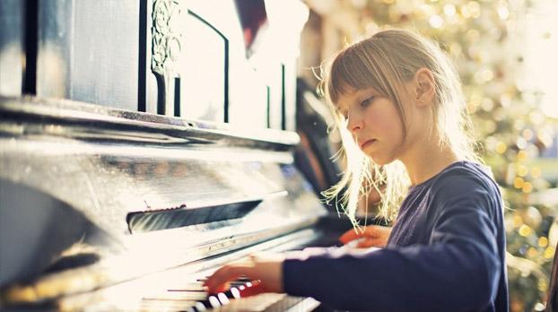 Niños tocando piano Utrera   Sevilla con los peques