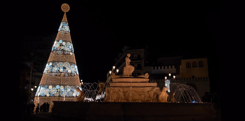 Árbol transitable y Carrusel francés en Puerta Jerez 00 | Sevilla con los peques