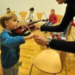 Taller de iniciación al violin en sala Turina | Sevilla con los peques
