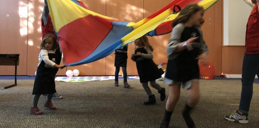 Niños jugando en Novotel Sevilla | Sevilla con los peques