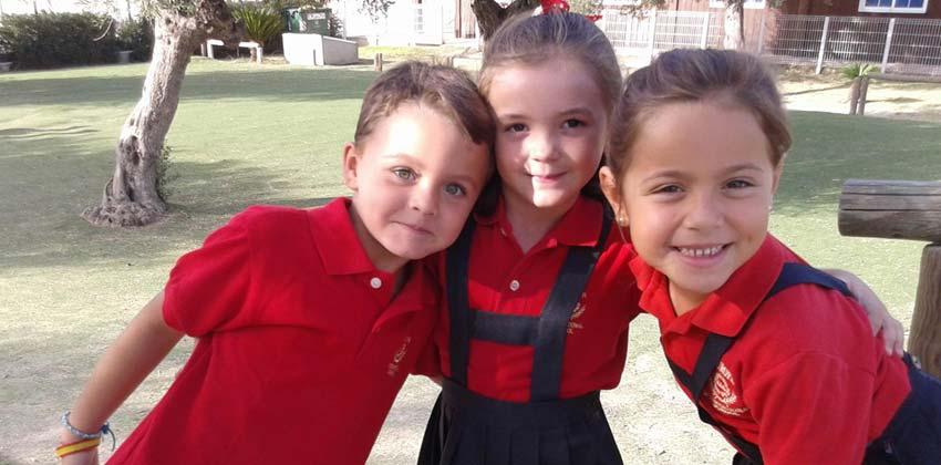 Niños en el recreo del Colegio Internacional Europa |Sevilla con los peques