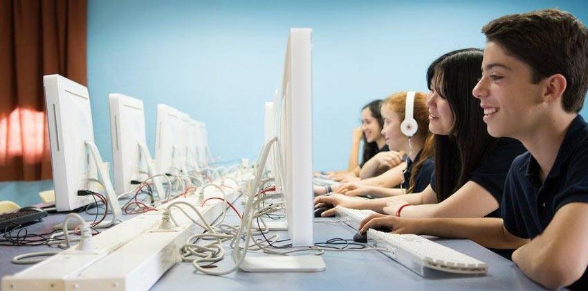 Sala de Informática en el Colegio Internacional Europa | Sevilla con los peques