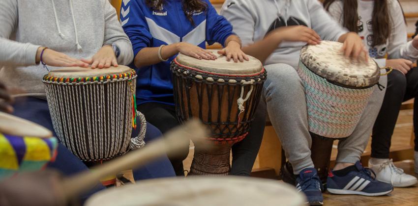 Taller percusión africana en Espacio Turina | Sevilla con los peques