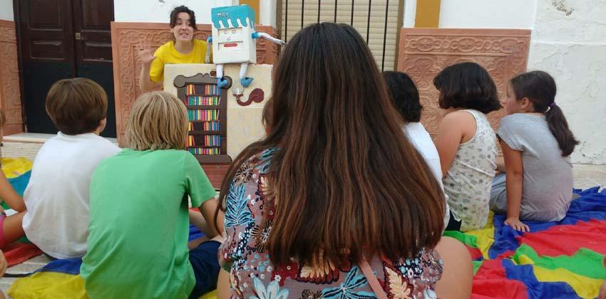 Niños felices disfrutando de los talleres Lipasam gratuitos en los Barrios de Sevilla | Sevilla con los peques
