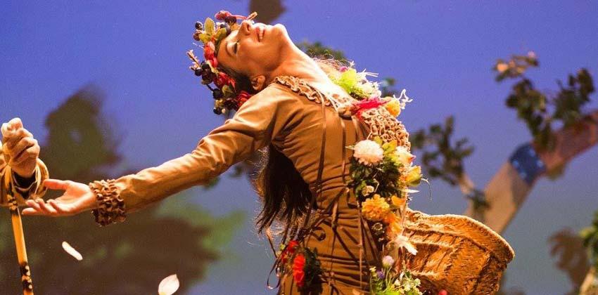 Bailaora del espectaculo de flamenco para niños del árbol con alas   Sevilla con los peques