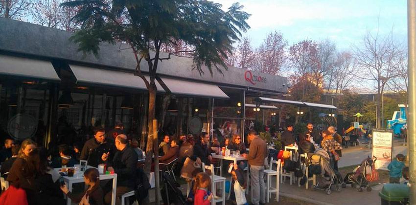 Qcross una terraza bar con columpios en Sevilla |Sevilla con los peques