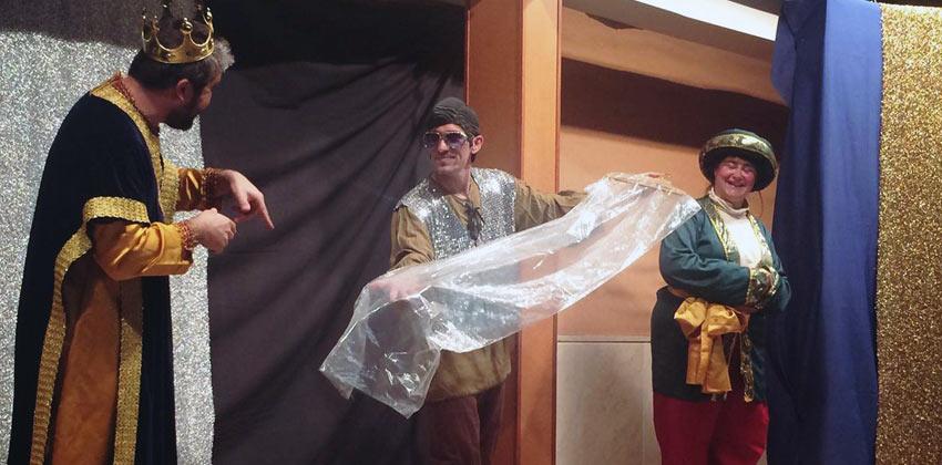 El traje nuevo del emperador 01 | Sevilla con los peques