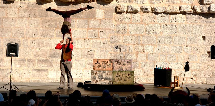 El Viaje de Miércoles teatro con malabares 00 | Sevilla con los peques