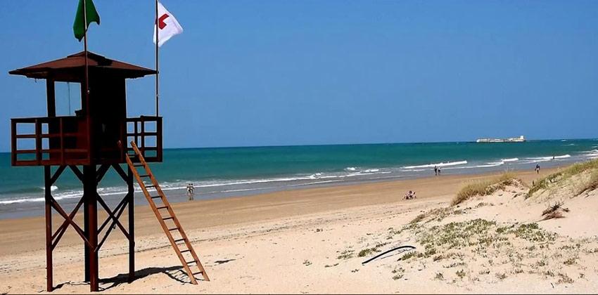 Best beaches in Cadiz: The Barrosa Beach in Chiclana | Sevilla con los peques