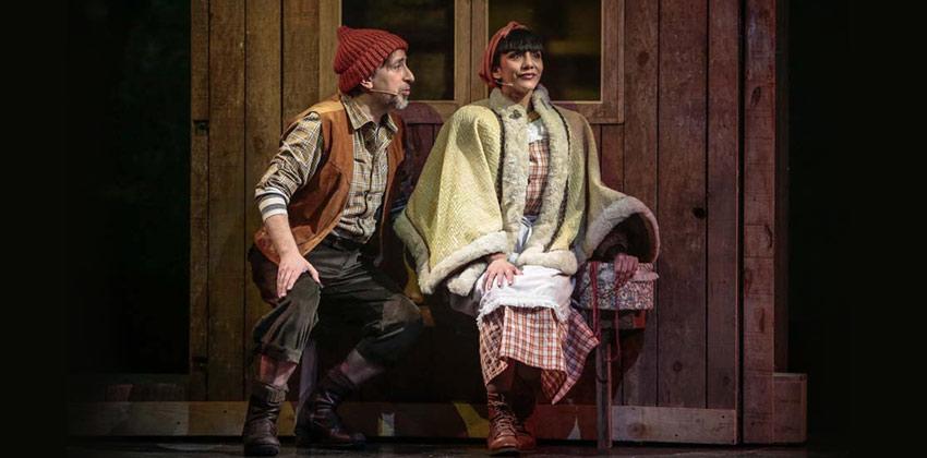 Caperucita Roja. El Musical. Escena del Leñador y la amiga de caperucita roja  Sevilla con los peques