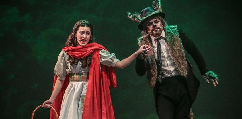 Caperucita Roja. El Musical. Caperucita con el lobo feroz   Sevilla con los peques