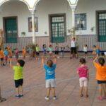 Niños jugando en los campamentos urbanos de verano del colegio Salesianos | Sevilla con los peques