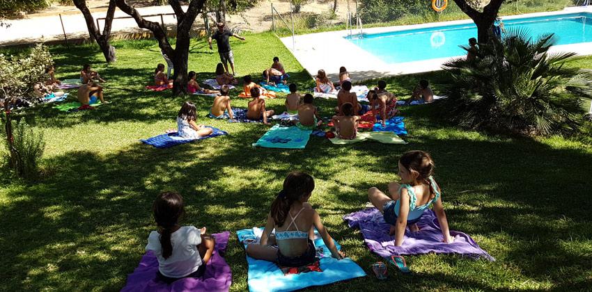 Campamento de verano en Encinar de Escardiel, la piscina |Sevilla con los peques