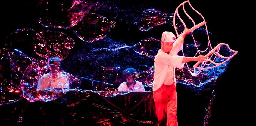 Feria Internacional del Títere de Sevilla con el hombre de la lluvia |Sevilla con los peques