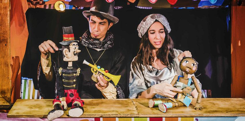 Feria Internacional del Títere de Sevilla con tres globos | Sevilla con los peques