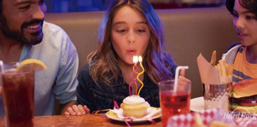 Cumpleaños para niños en Hard Rocks Cafe Sevilla | Sevilla con los peques