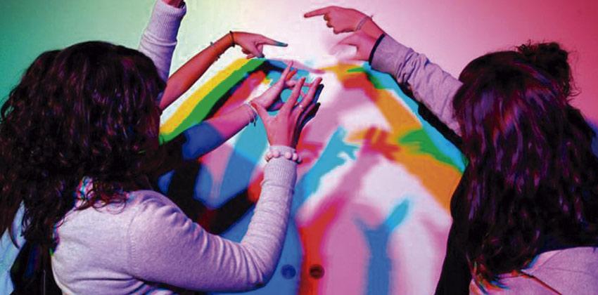 Taller para niños en CaixaForum Sevilla sobre la luz y el color | Sevilla con los peques